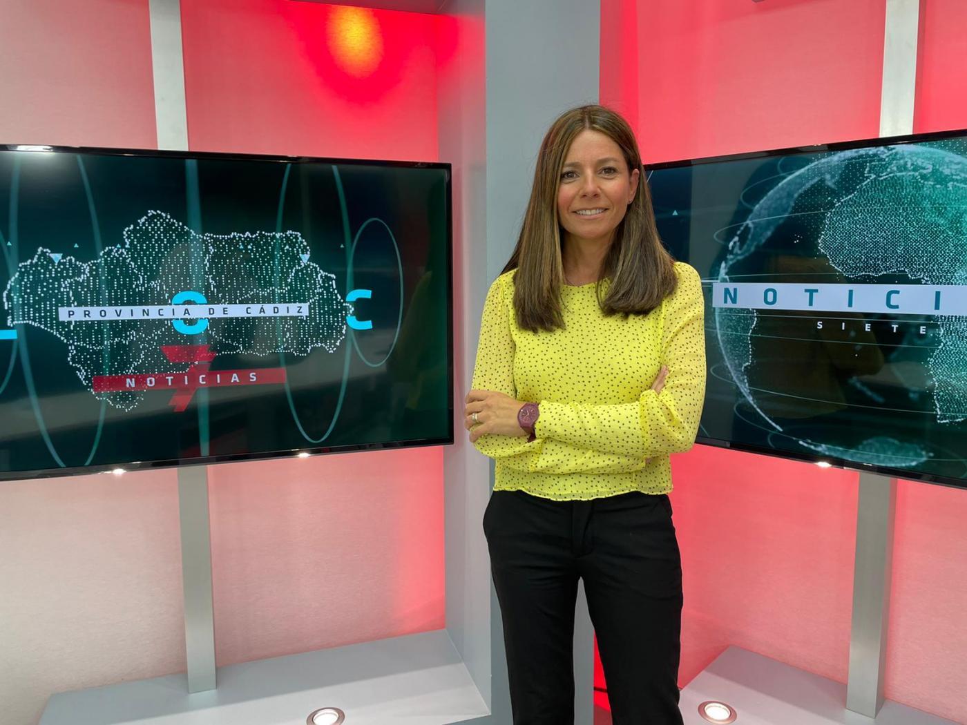 Ana Huguet, al frente del informativo de la provincia de Cádiz